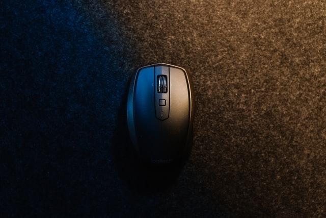 ゲーミングマウスパッドはハードとソフトどっちが良い?