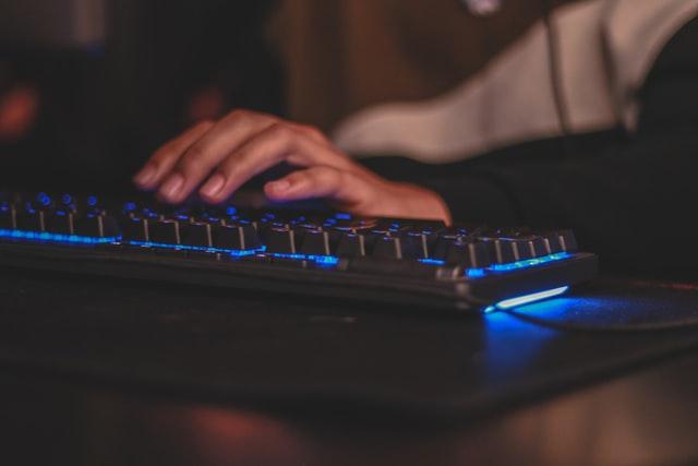 ゲーミングPCでフォートナイトのプレイに必要なものは?